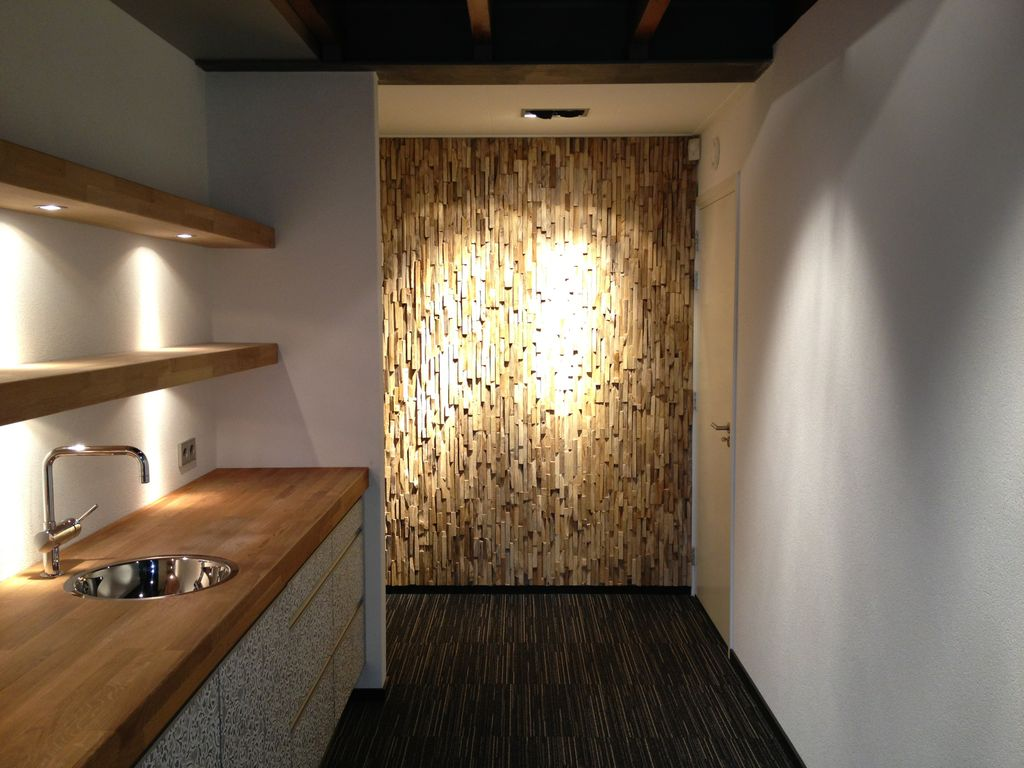 Wandverkleidungen holz rustikal bs holzdesign for Wandpaneele flur