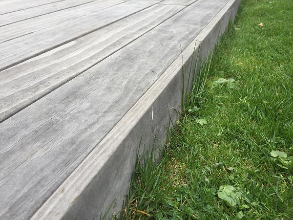 Holzterrasse vergraut Blende