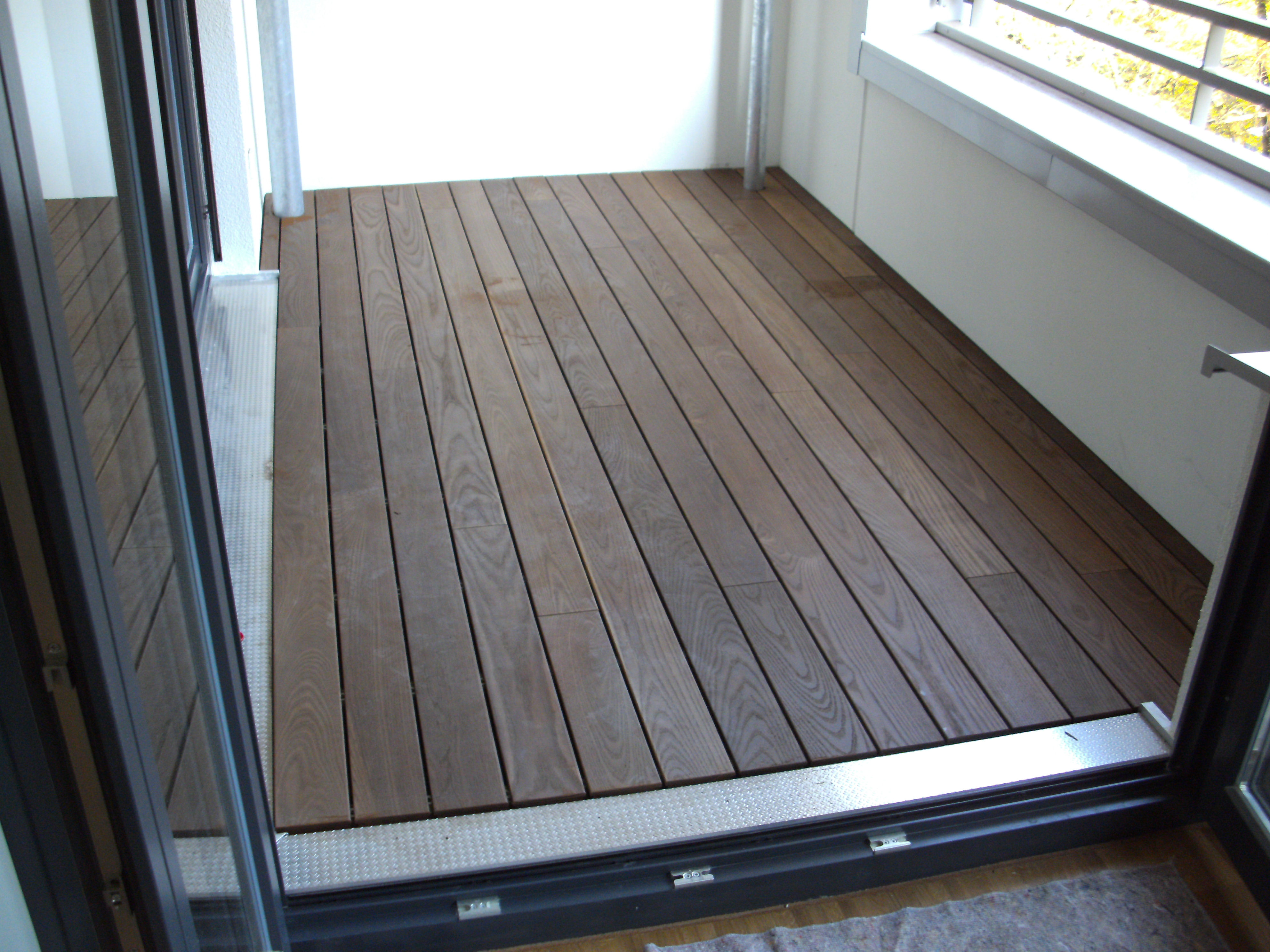 balkonbelag holz kreative ideen f r innendekoration und. Black Bedroom Furniture Sets. Home Design Ideas