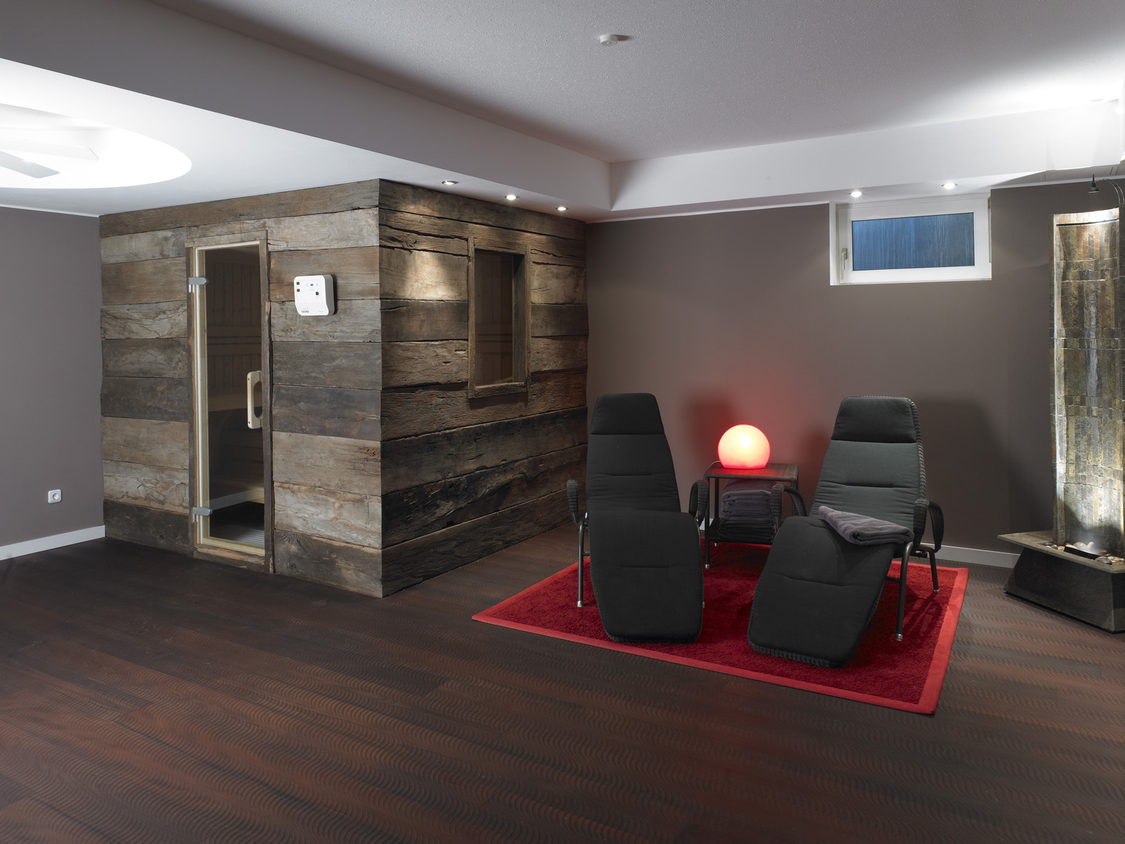 altholz bretter balken gehackt bs holzdesign. Black Bedroom Furniture Sets. Home Design Ideas