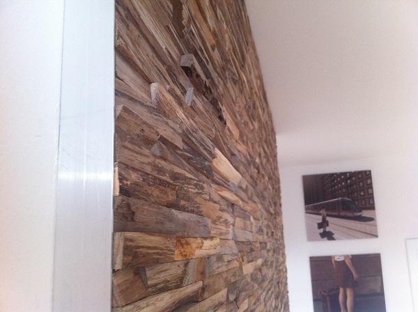 Esszimmer Wandverkleidung Steinwand Dielenboden Freischwinger Stuehle ...