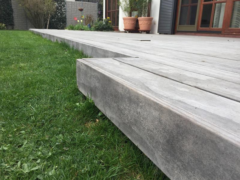 Holz Terrasse vergraut