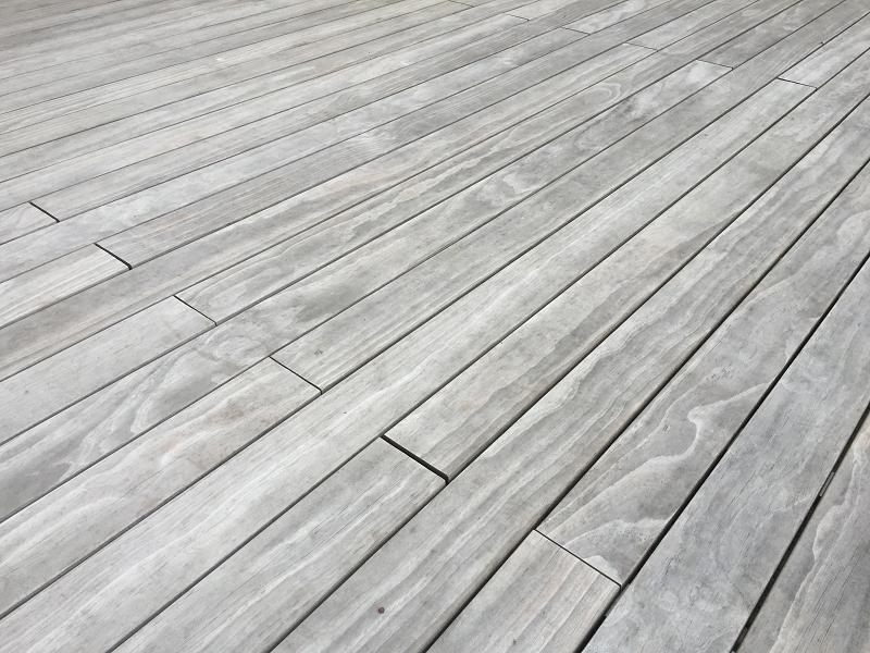 Holz vergraut