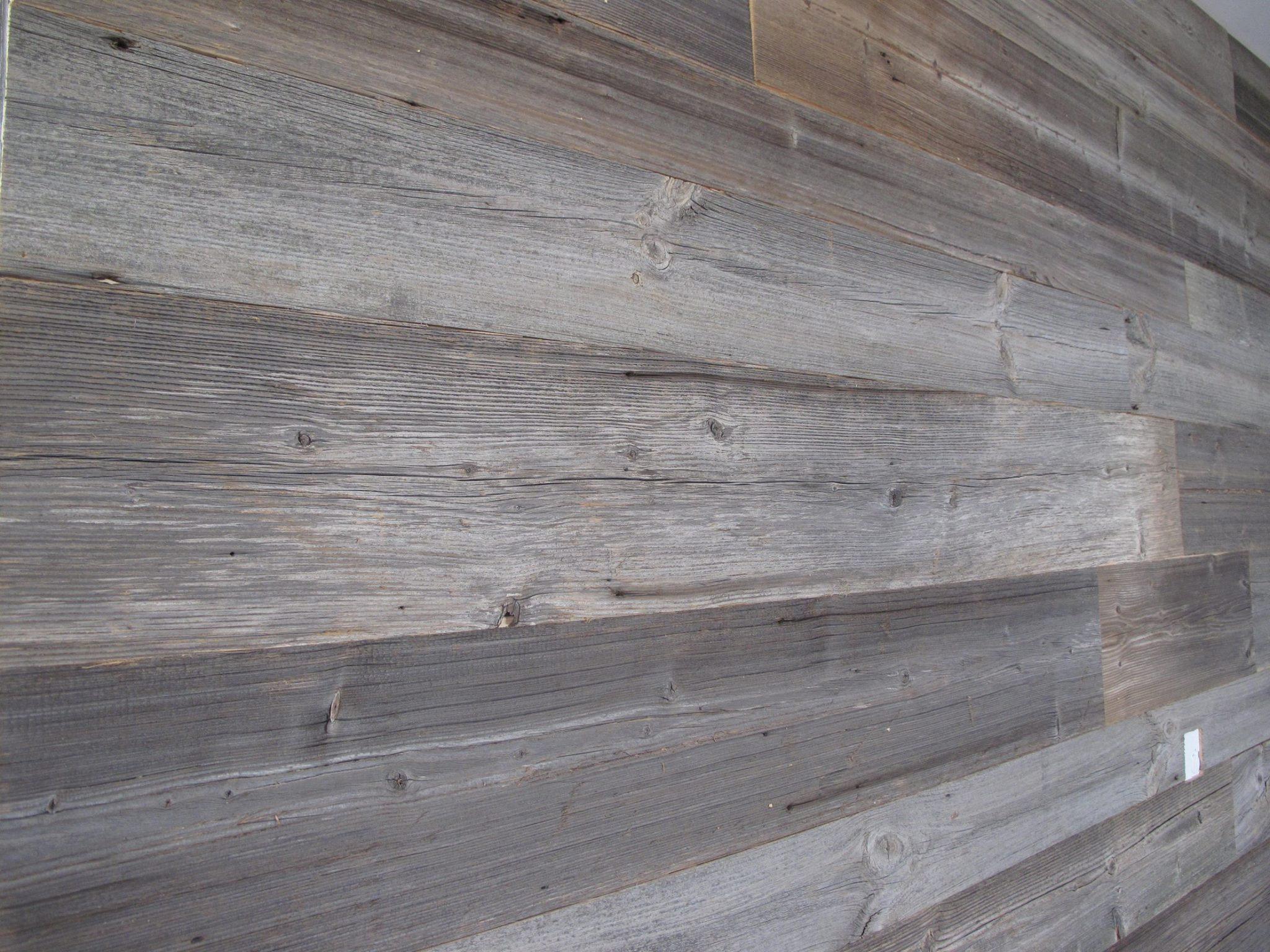 Altholz grau sonnenverbrannt