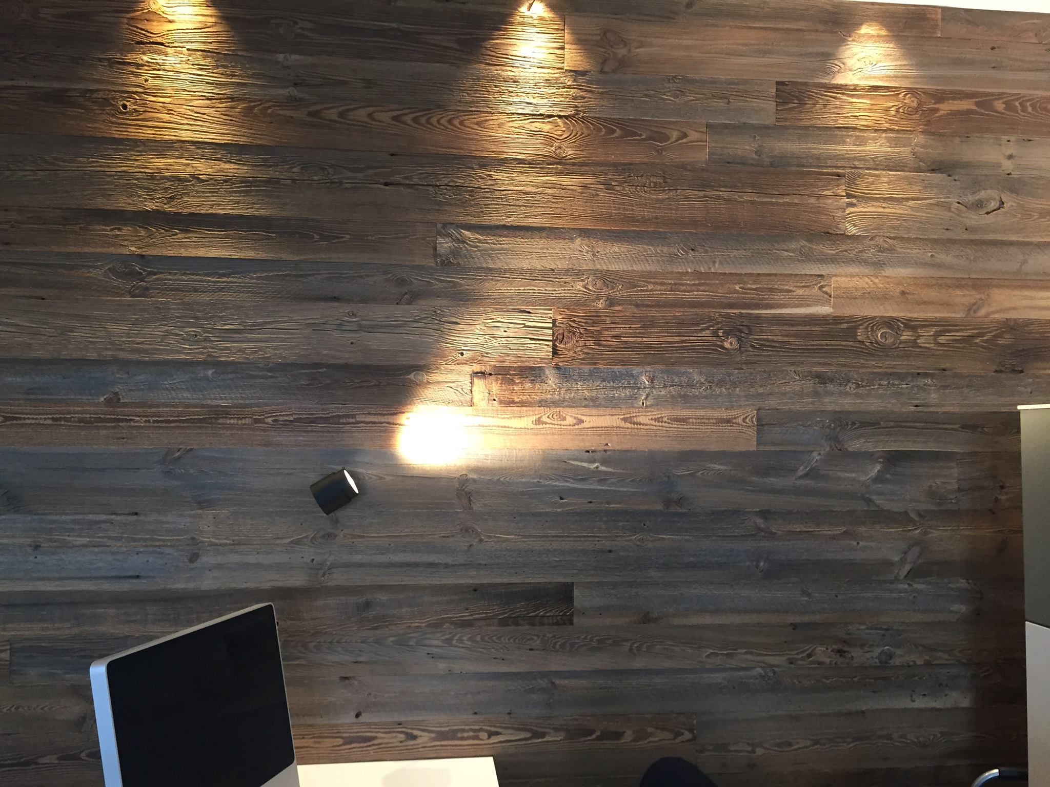 Wandverkleidung sonnenbrannt