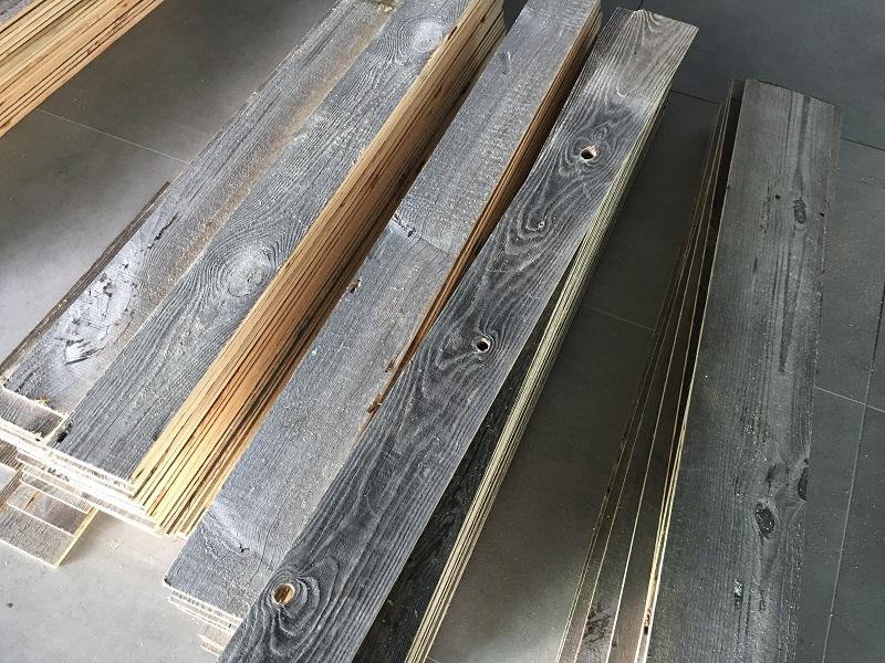 sonnenverbrannt grau Altholz