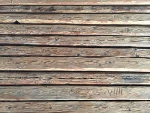 balken-gehackt-fichte-altholz
