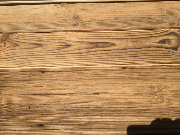 nut-feder-bretter-altholz-sonnenbrannt-braun