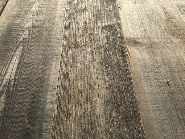 sonnenverbrannt-grau-nut-feder-altholz