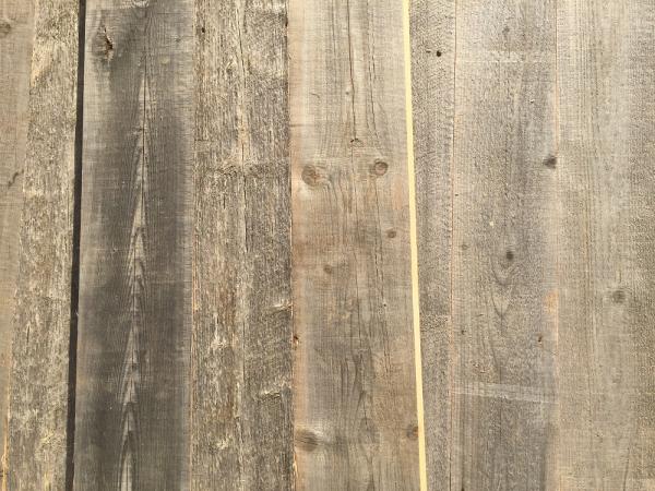 wandverkleidung-altholz-grau-sonnenverbrannt