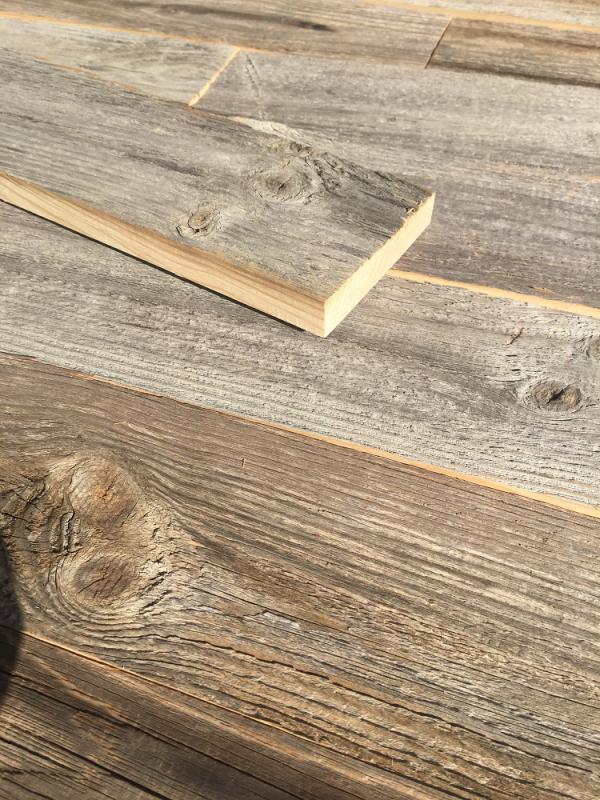 grau-sonnenverbrannt-altholz