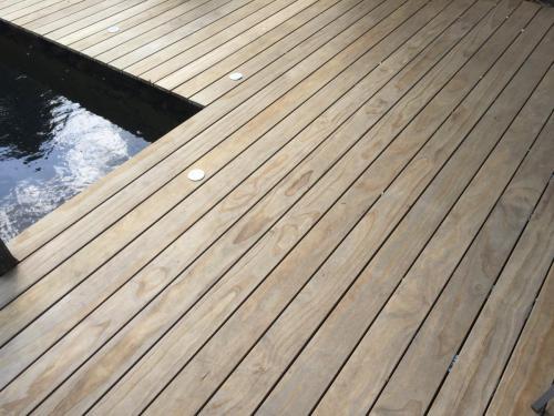 Holzterrasse Barfuß