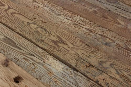 Altholz gehackt rustikal wurmloecher