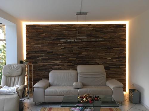 Holz Wand beleuchtet