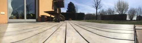 2 Jahre alte Holzterrasse