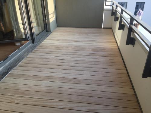 Balkonbelag Holz ohne Schrauben
