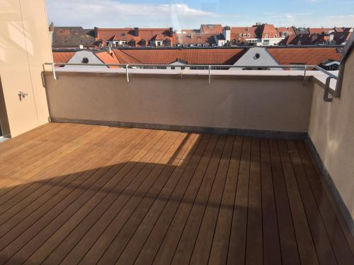 Dachterrasse Holzbelag spreisselfrei ohne Schrauben