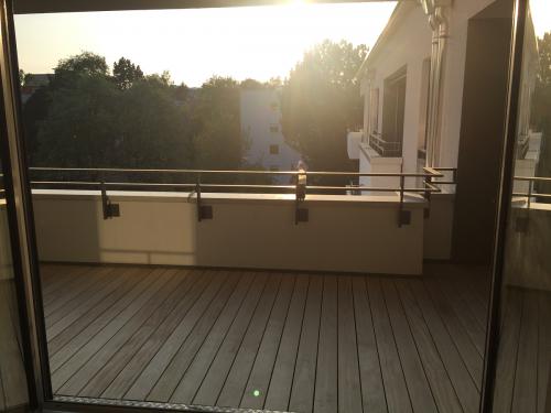 Balkonbelag Holz hell langlebig