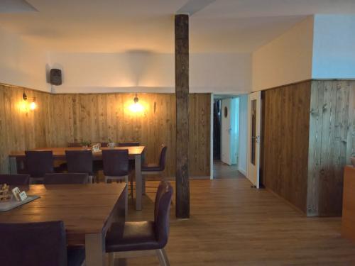 Holz Wand Restaurant