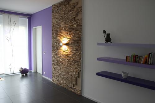Holz Wand Wohnzimmer (2)