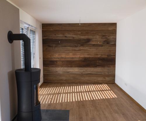 wandverkleidung altholz gehackt eiche bs holzdesign. Black Bedroom Furniture Sets. Home Design Ideas