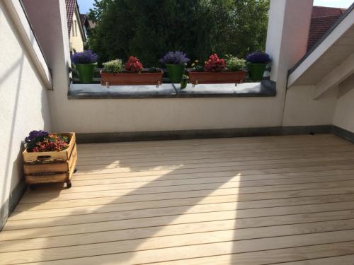 Holzboden Dachterrasse hell spreisselfrei