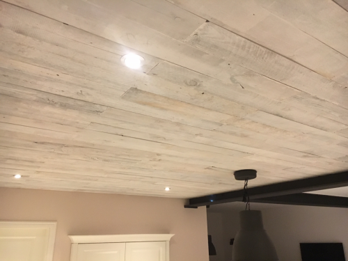 Holzdecke rustikal weiß