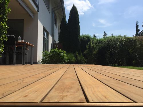 Holzterrasse verlegen ohne Schrauben (2)