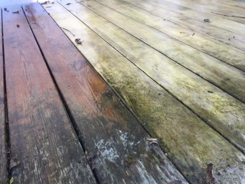 Holzterrasse verschmutzt vs. gereinigt