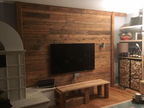 TV Wand Holzverkleidung Altholz (3)