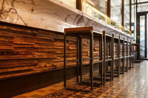 Waldkante Holz Wandverkleidung