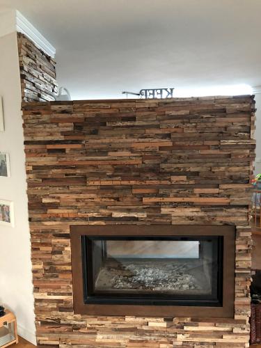 Wandverkleidung Holz Kamin