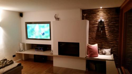 Wohnzimmer Wand Holz beleuchtet